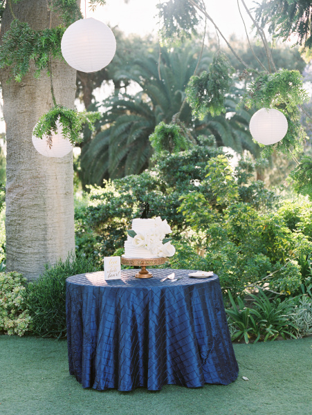 Let's have cake under the trees!